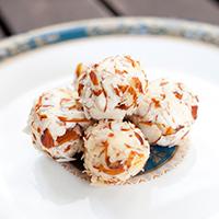 esfera-de-cream-cheese-com-salmao-defumado-e-amendoas