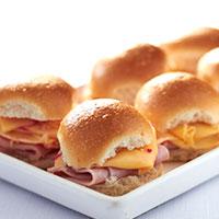 mini-pao-de-leite-com-presunto-e-queijo-goulda